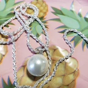 Pearl and silver chain